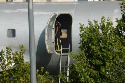 El Ayuntamiento sella el avión para evitar más ocupaciones