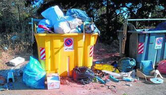 Vecinos de Trassierra denuncian la recogida intermitente de basura