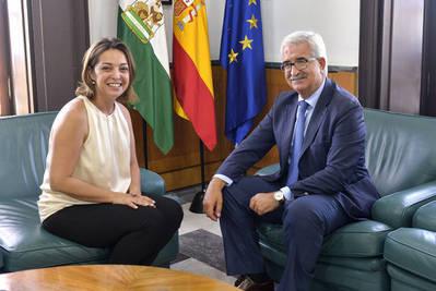La alcaldesa reclama en Sevilla el plan de la Axerquía y San Martín de Porres