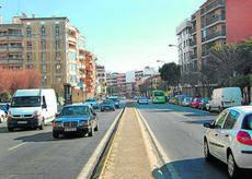 Los vecinos exigen una reforma integral en la avenida de las Ollerías