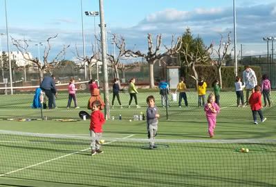 El CT Urgell acoge por quinto año consecutivo los entrenamientos de la Escuela Municipal de Tenis