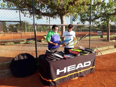 Los jugadores del Tenis Urgell conocen de primera mano los productos Head