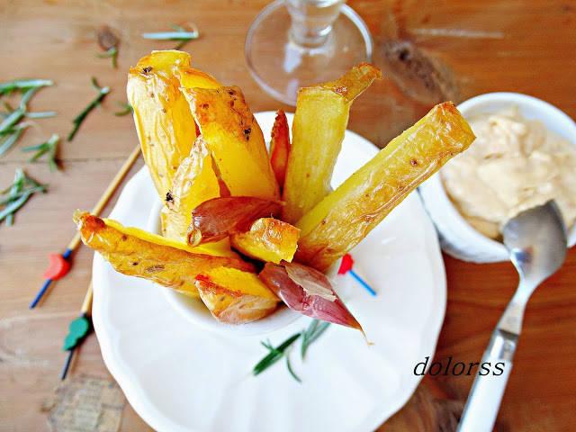 Patatas bravas al horno con alioli de membrillo