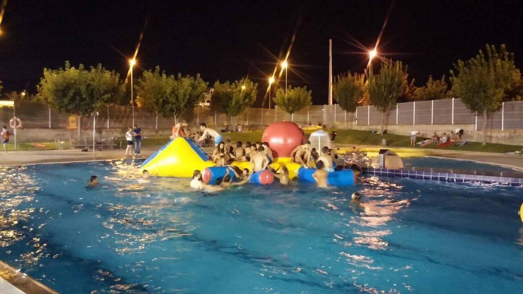 Parque acuático en la piscina del Secano