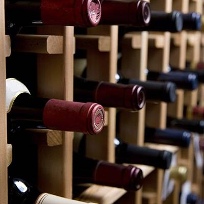 Caves, vins i licors