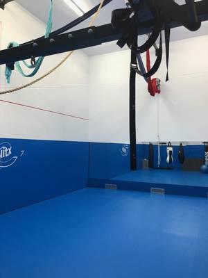 Sala de tatami y telas acrobáticas