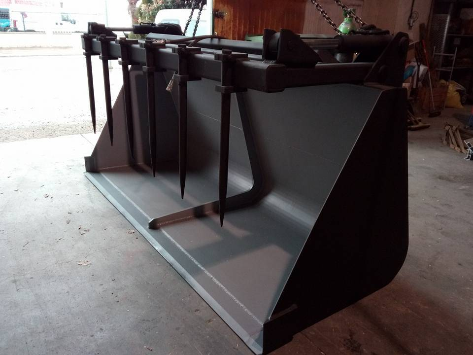 Cullera de 1'5 metres cubics amb pinça.