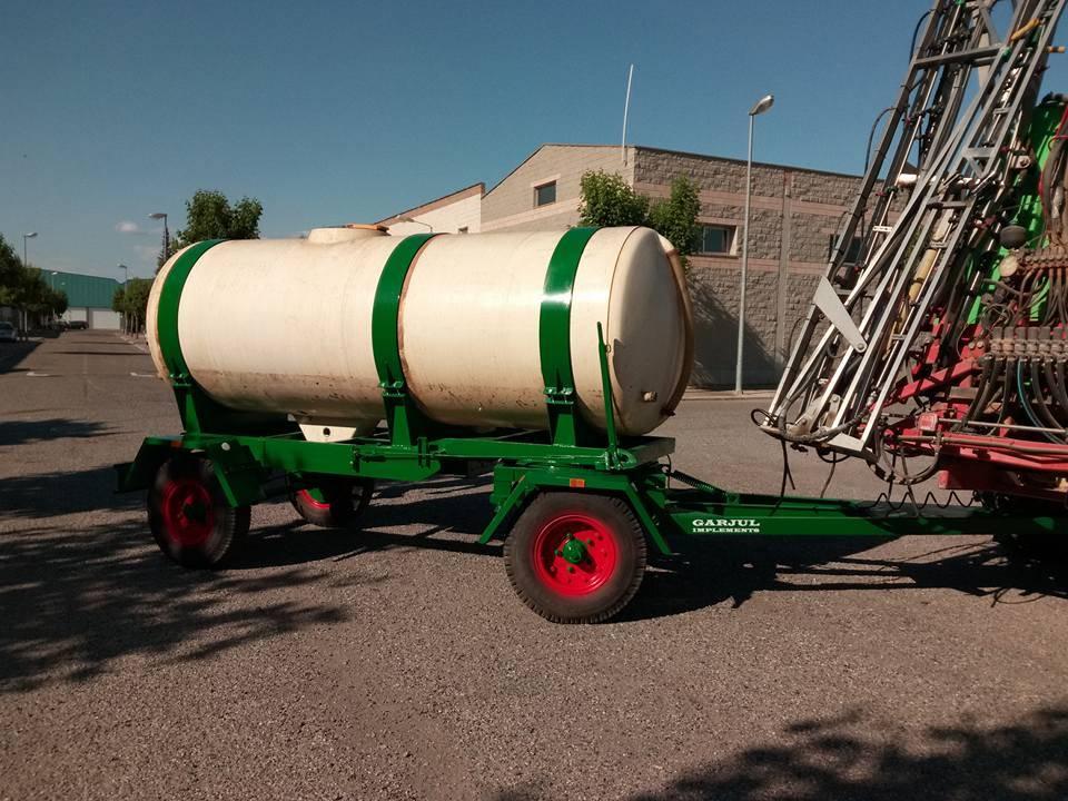 Reconstruccion remolque año 73 y acoplado de cuba para abono.