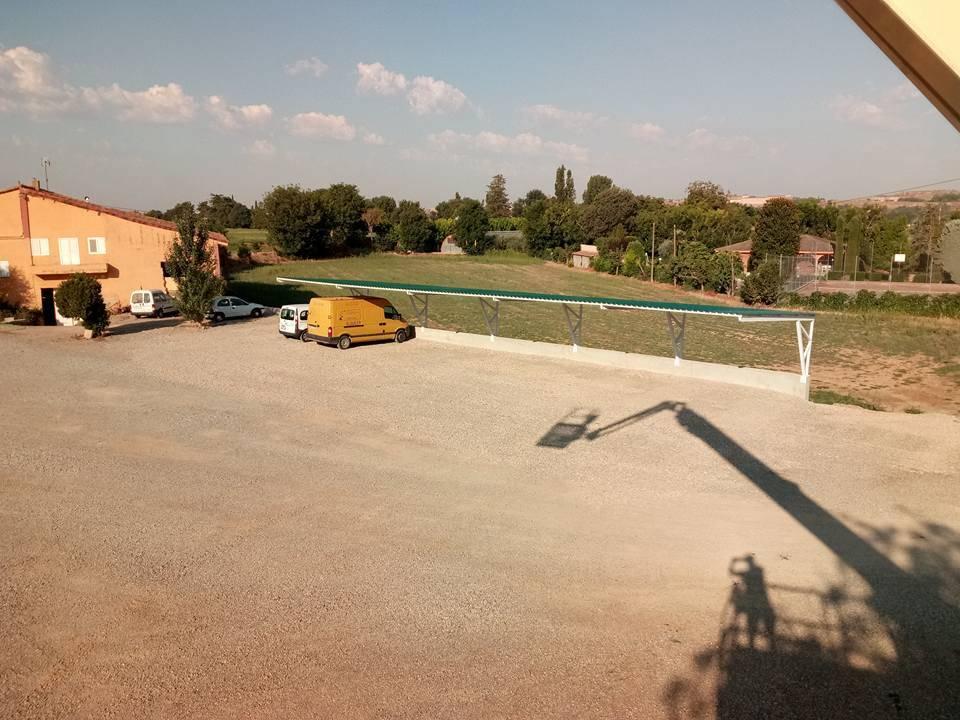 Coberta de aparcament de 25mX6m.