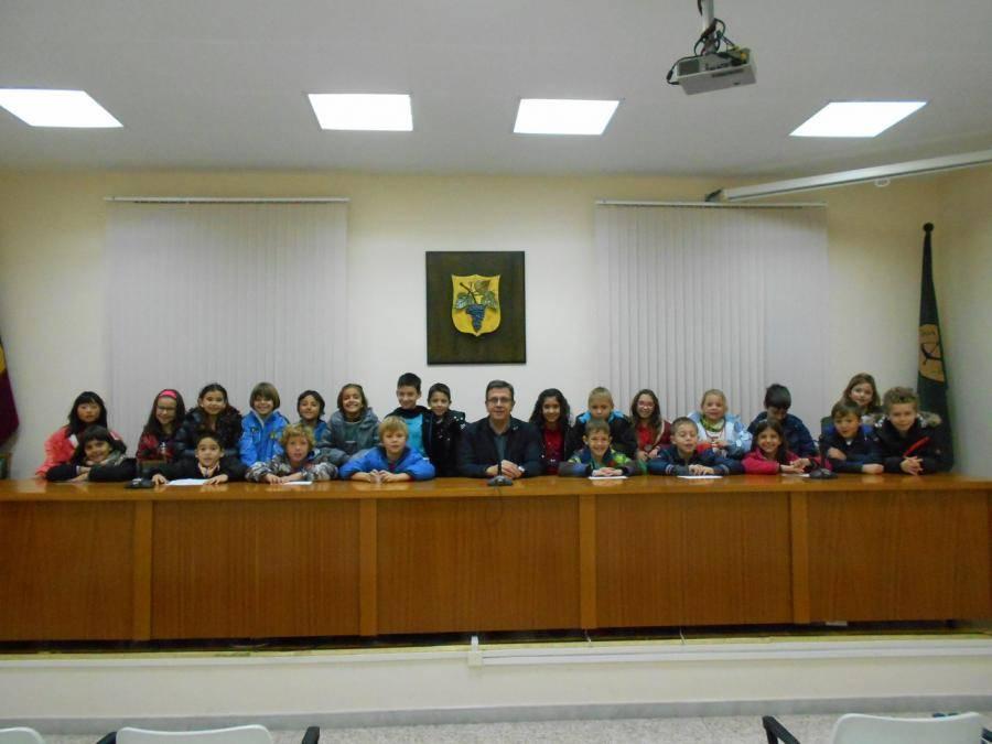 Visita dels alumnes del CEIP Joaquim Palacín a l'Ajuntament