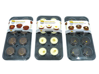 Assortment filled chocolate cup 8 units.