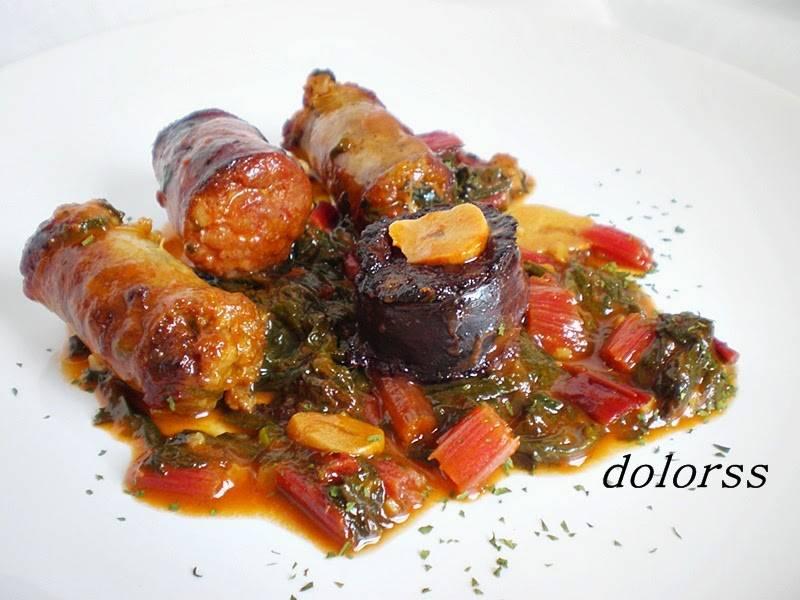 Cassola de llonganisses amb bledes vermelles