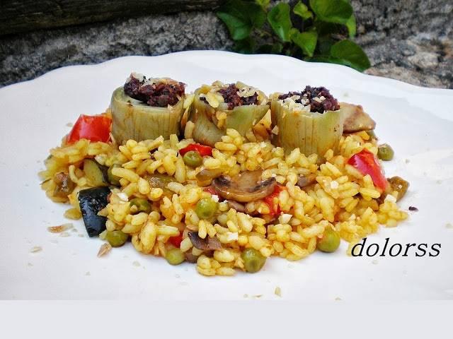 Arròs vegetal amb carxofes baby farcides de botifarra negra