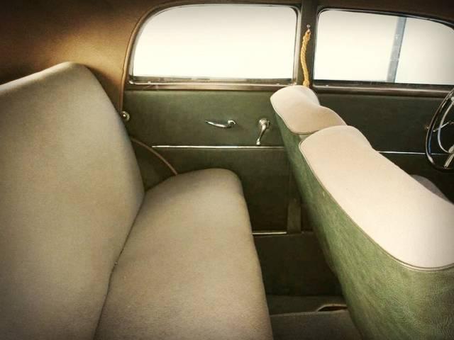 Tapicería interior, asientos, paneles laterales, salpicadero,