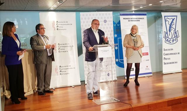 """<p style=""""font-weight: 400;"""">Juan Ferrer, director de La Mostra, recollint el premi</p>"""