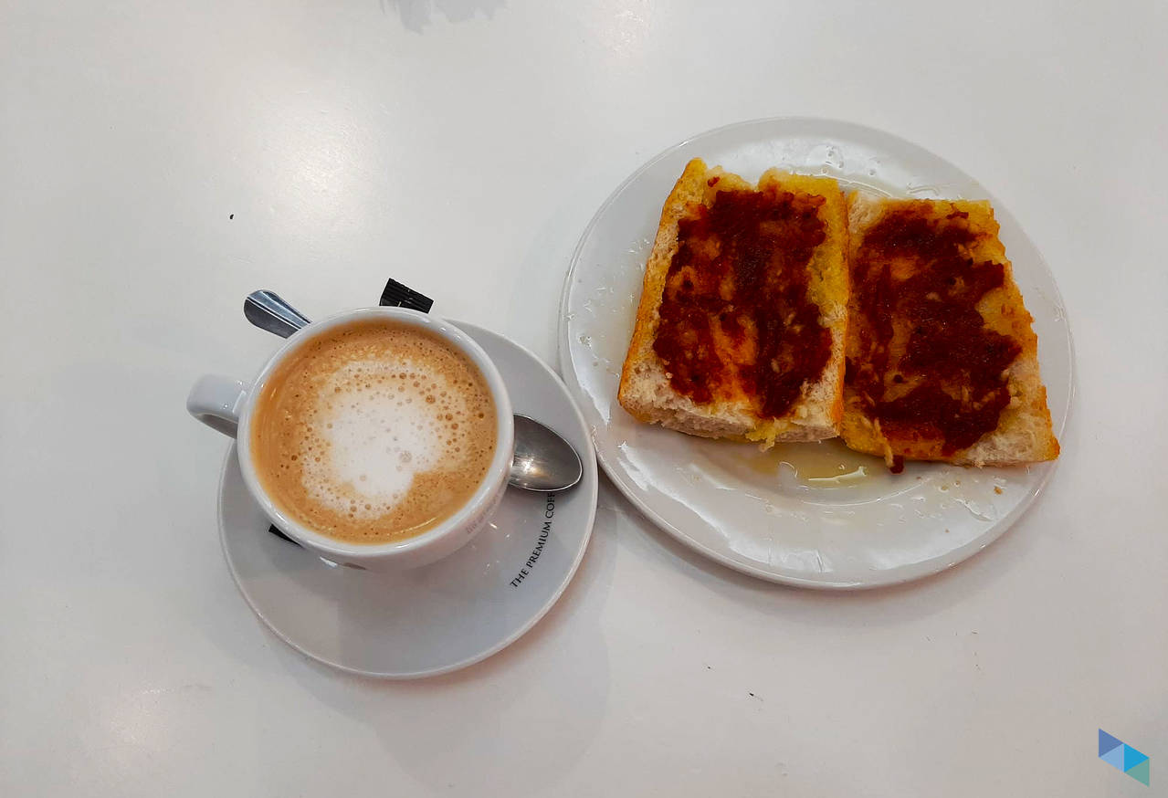 """""""Healthy Breakfasts: Coffee next to a toast with tomato and oil"""" Restaurant Tal Cual"""