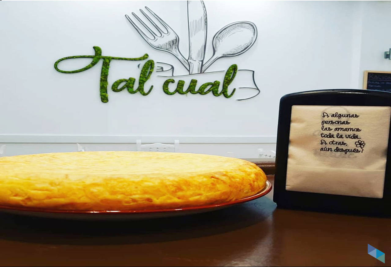 """""""Healthy breakfasts: tortilla skewer and coffee with milk"""" Restaurant Tal Cual"""