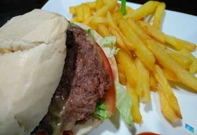 """""""Disfruta de nuestra hamburguesa completa"""" Bar """"Ullo"""""""
