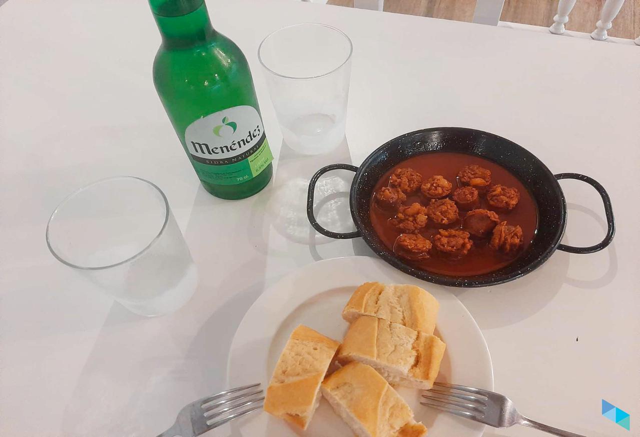 """Chorizo a la sidra + botella de sidra"" Restaurante Tal Cual"