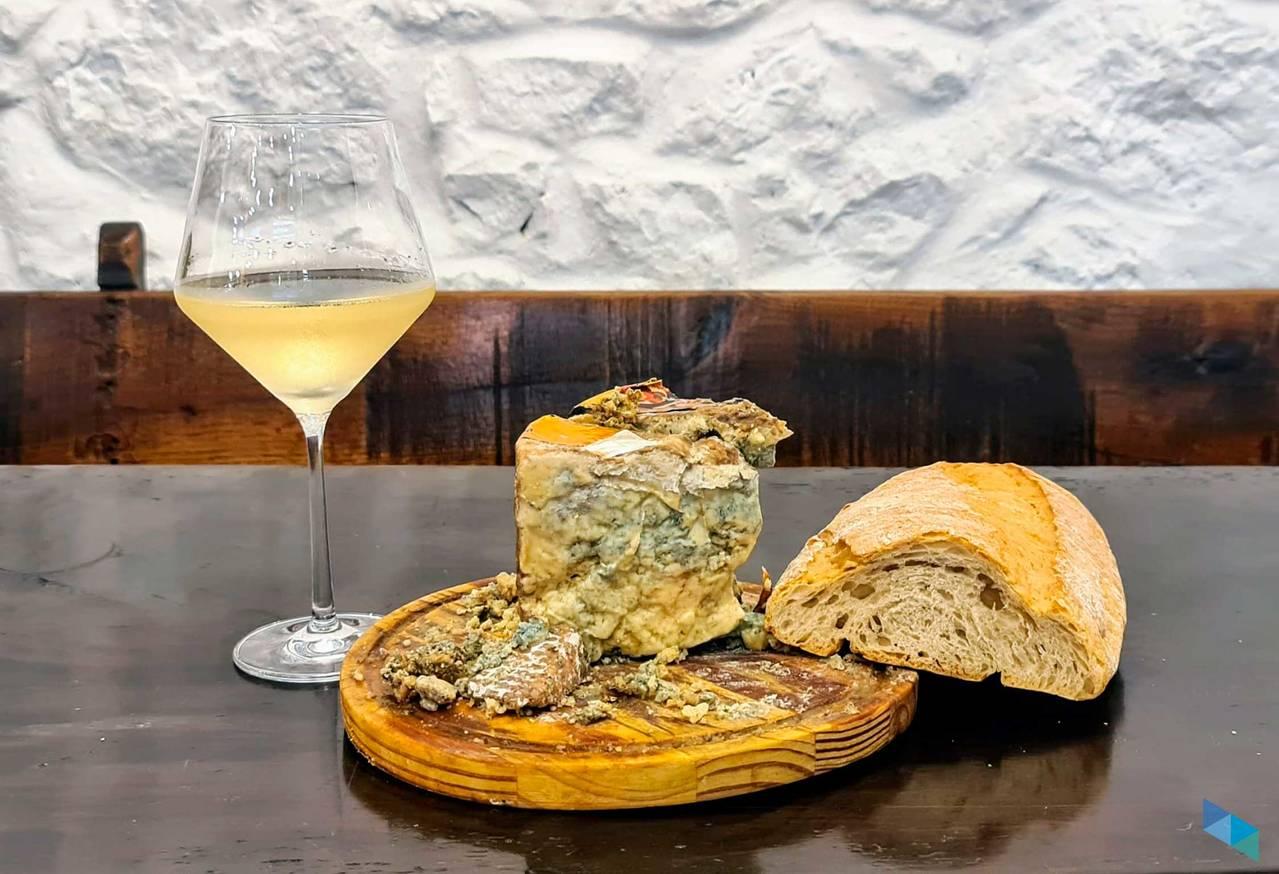 """""""El auténtico  queso Picón de Cantabria"""" Restaurante El Castellano"""