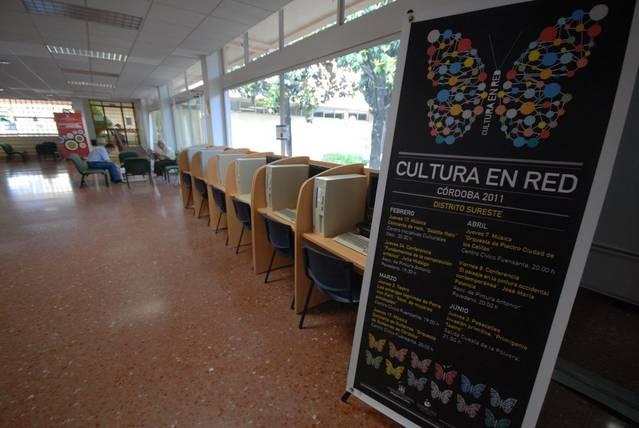 Los vecinos de la Cañada Real denuncian el deterioro de los centros cívicos de la ciudad