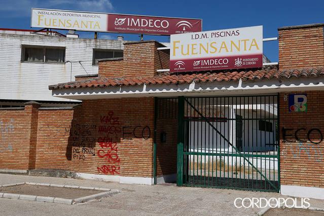 Dos de las grandes piscinas públicas de Córdoba, cerradas por la falta de licitación de su gestión