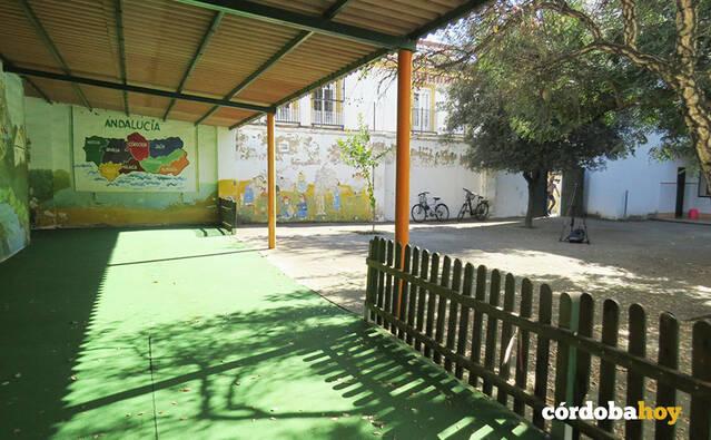 El Ayuntamiento cede el antiguo colegio Luciana Centeno a la asociación de colectivos Axerquía Norte