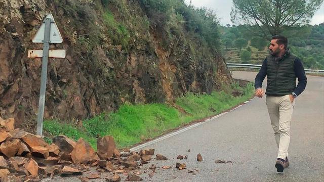 El Ayuntamiento pide una intervención urgente de la Diputación en Trassierra para limpiar las cunetas de la CO-3204