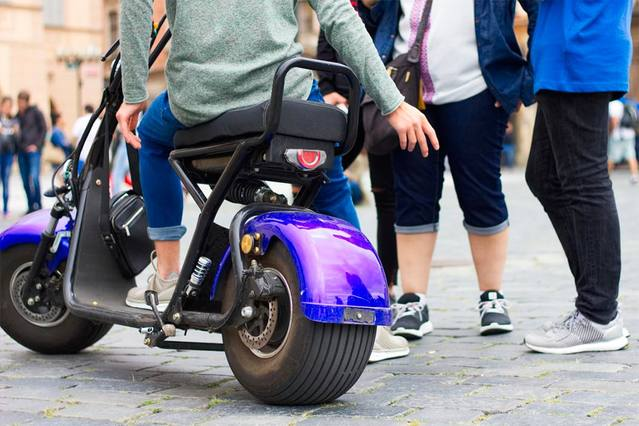 El Defensor urge a Córdoba a aprobar una ordenanza que regule el uso de patinetes en la ciudad