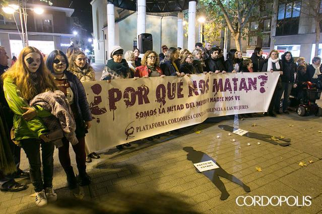 """El movimiento feminista protesta contra el """"ataque a los derechos adquiridos"""" en los presupuestos de la Junta"""