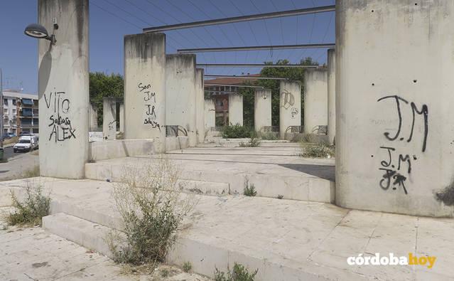 El PSOE reclama actuaciones urgentes ante el deterioro del barrio de Las Moreras