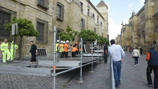 """Ganemos denuncia que los palcos """"privatizan"""" la Semana Santa de Córdoba"""