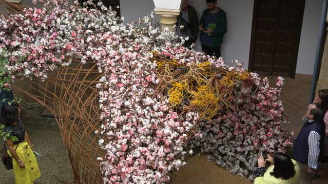 Jóvenes del Distrito Sur se formarán en arte floral callejero de la mano del colectivo Flor Motion