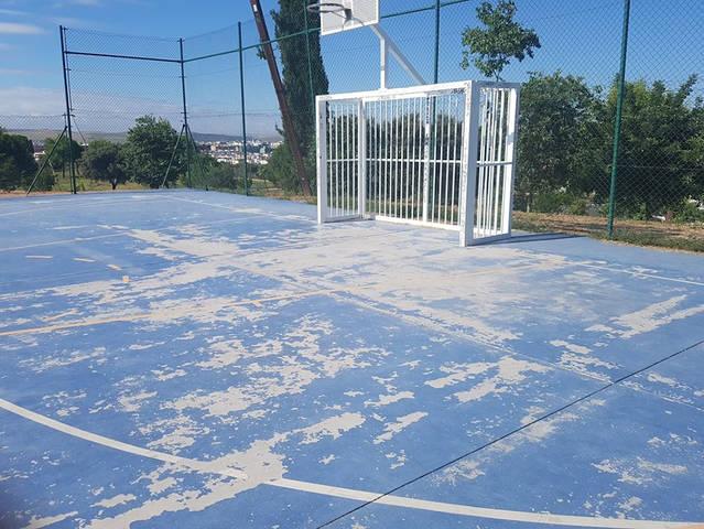 La pista polideportiva de la Asomadilla sigue