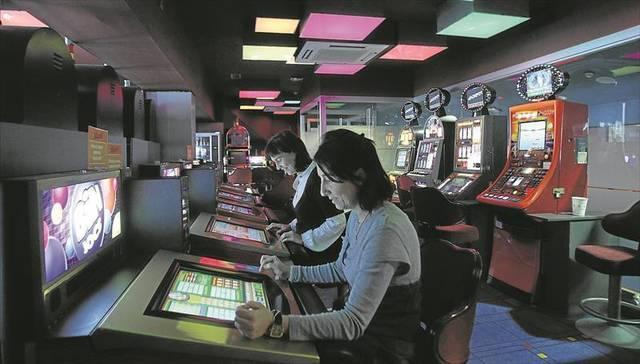 La suspensión de licencias para salas de juego entra en vigor tras su aprobación por el Pleno