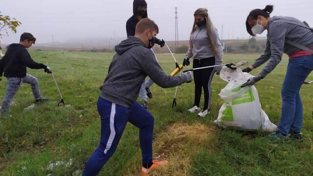 Las patrullas medioambientales de Sadeco refuerzan la limpieza de entornos naturales