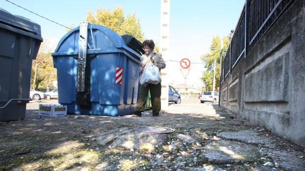 Los vecinos del Tablero denuncian el deterioro de sus viales y zonas verdes al Ayuntamiento de Córdoba