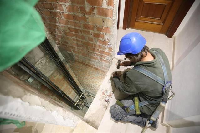 Medio millar de bloques de pisos en Córdoba necesitan ascensor