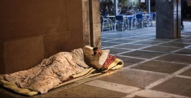 ¿Por qué rechazamos a los pobres? Así cala entre nosotros el desprecio a los sintecho