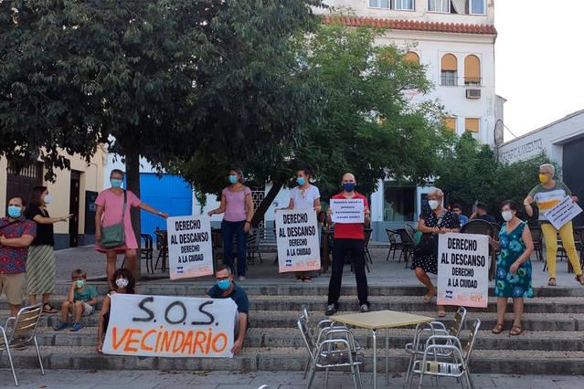 """Protesta vecinal contra los veladores """"ilegales"""" en la Ribera"""