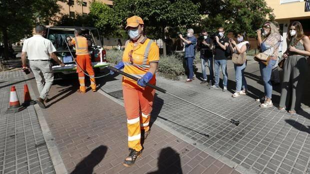 Sadeco saca en Córdoba 37 plazas de peón limpiador por concurso-oposición de promoción externa