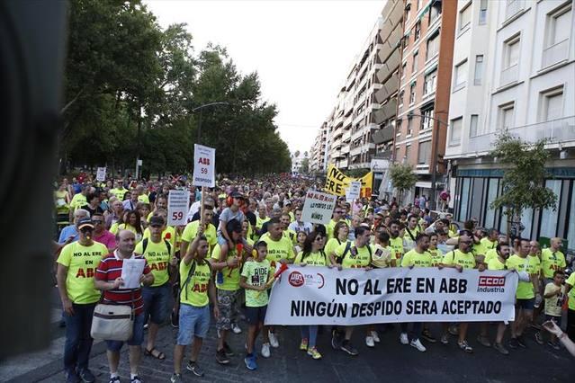Unas 3.000 personas se manifiestan contra los despidos en la planta de ABB