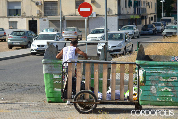 Vecinos de Las Moreras denuncian que el barrio ha empeorado más durante la cuarentena