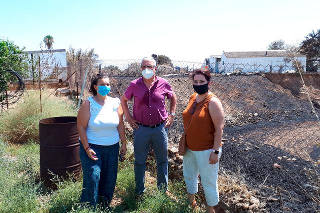 Vecinos de Las Quemadas trasladan al PSOE su demanda de más seguridad ante los posibles incendios