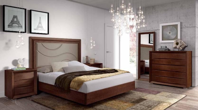 Dormitorio en madera de pino con cabecero lacado