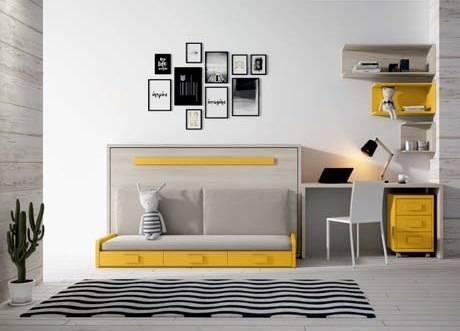 Dormitori amb sofà i llit abatible