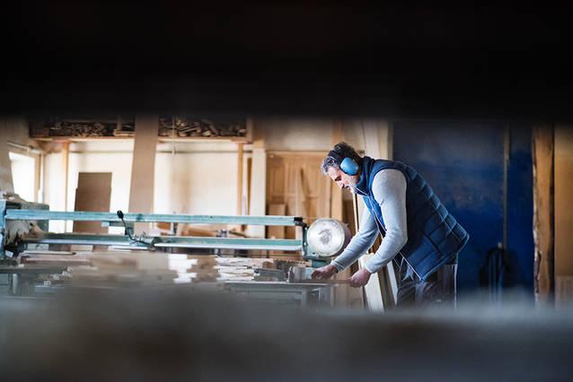 Troba tot tipus de fusta tallada a Fustes Montgròs