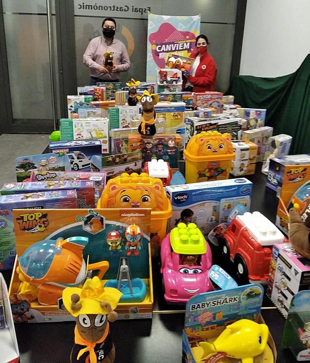 El 'Juga-hi!' de la Fecoll dobla enguany les joguines per la campanya de Creu Roja