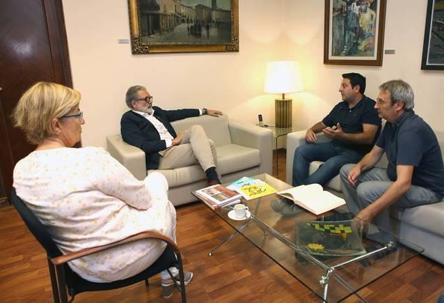 La Fecoll és reuneix amb l'alcalde Fèlix Larrosa