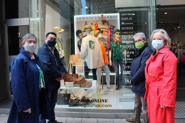 L'Aplec als aparadors de les botigues del centre i els barris de Lleida